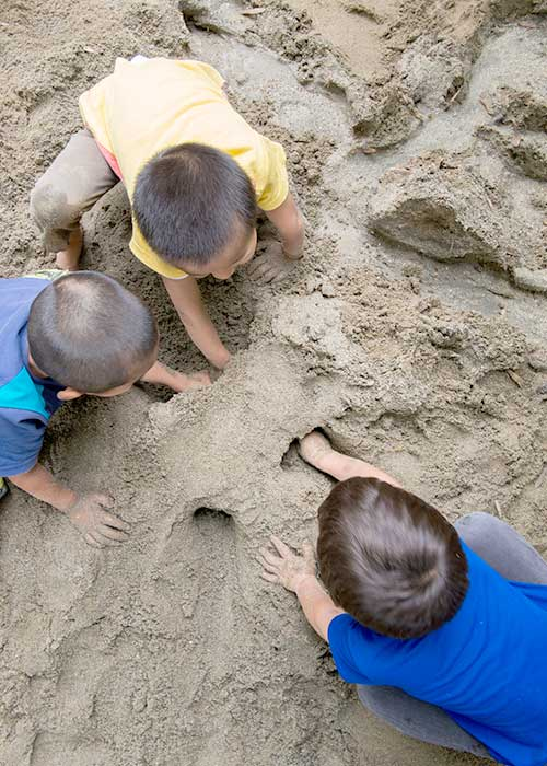 光輪保育園について砂遊び